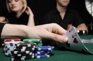 Read more about the article 【德州撲克】關於單桌與多桌的撲克分析