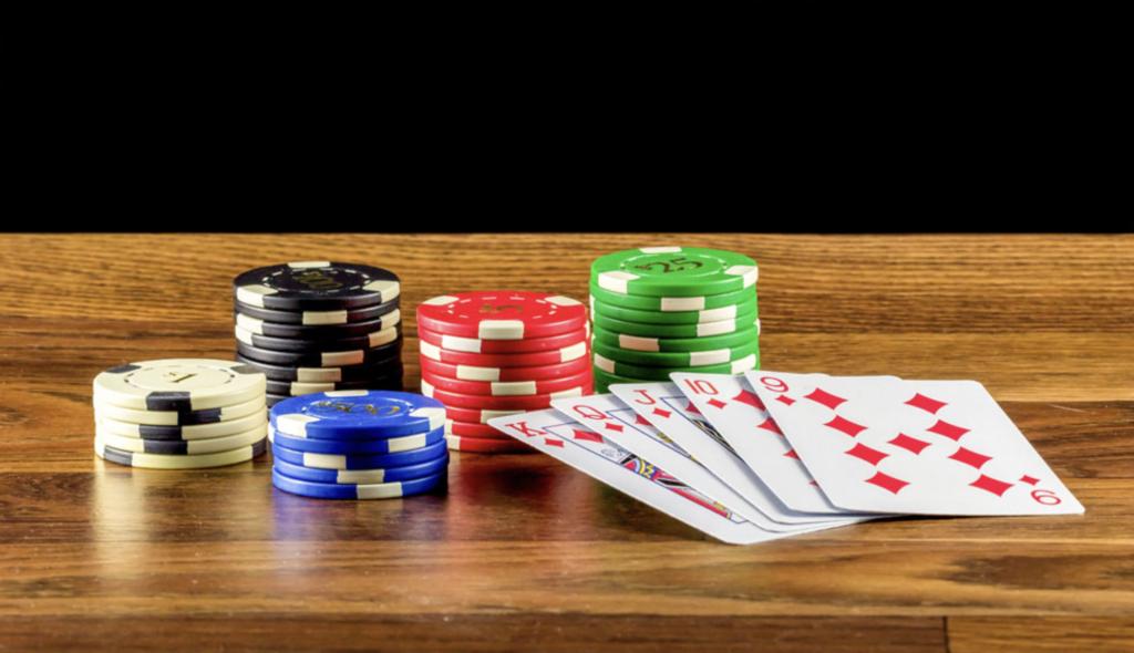 【在線德州撲克】細剖在線德州撲克和現場德州撲克之不同點